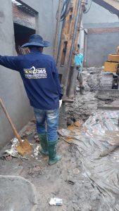 công nhân hạ ống vách cọc khoan nhồi